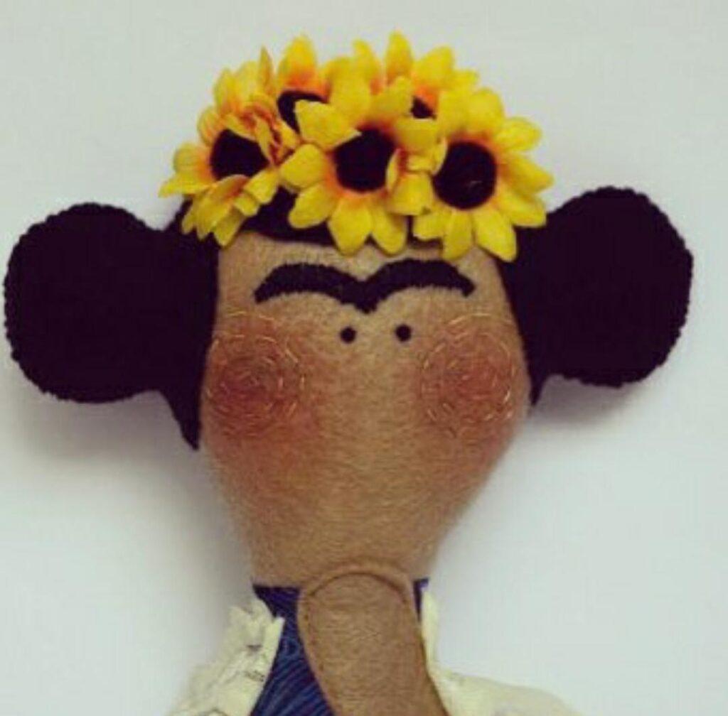 Mucharejo_muñecos_de_tela_hecho_a_mano_regalos_especiales_Frida_Khalo_muñecos_personalizados
