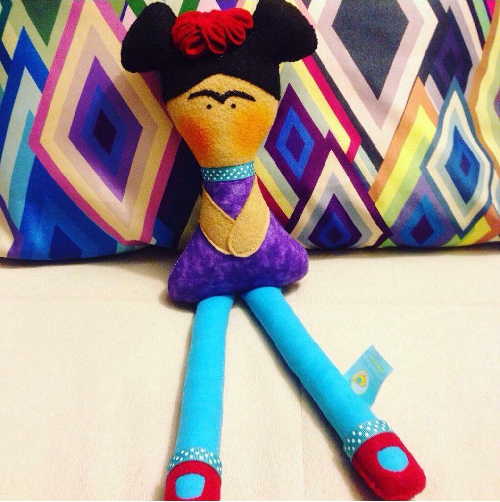 Frida_khalo_Mucharejo_muñecos_de_tela_hecho_a_mano_regalos_especiales_Frida_Khalo_muñecos_personalizados